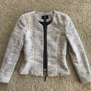 Business casual zipped blazer